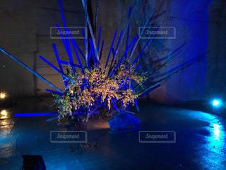 紫色の花一杯の花瓶の写真・画像素材[792367]