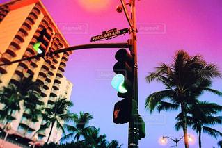 ハワイの夕焼けと女の意地の写真・画像素材[984022]
