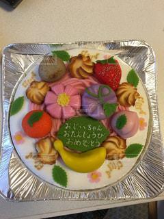 皿の上の果物とケーキの写真・画像素材[794861]