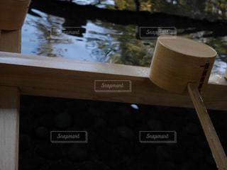 木製のテーブルの上にカップの写真・画像素材[980083]