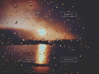 雨の中の写真・画像素材[812731]