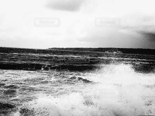 水しぶきモノクロの写真・画像素材[815571]