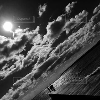 キラキラな海モノクロの写真・画像素材[815576]