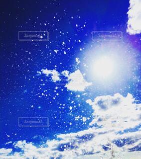 空には雲のグループの写真・画像素材[1100031]