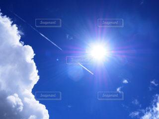 空には雲のグループの写真・画像素材[1444260]