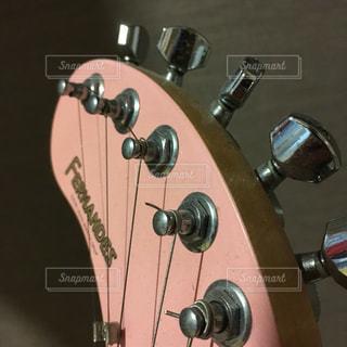 ピンクギターの写真・画像素材[804563]
