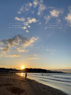 自然,海,空,太陽,朝日,雲,水面,海岸,正月,お正月,日の出,新年,初日の出