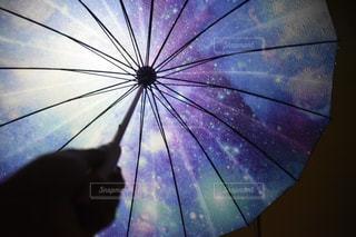 開いている傘の写真・画像素材[797667]