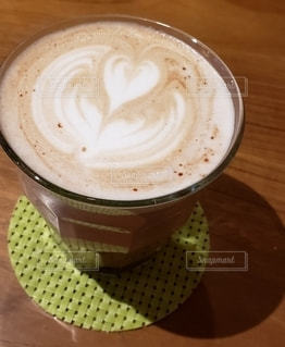 飲み物,カフェ,屋内,ハート,ハートマーク,カフェラテ,休日,ドリンク,コースター,マーク,飲料,ショコラ,ホットドリンク,ショコララテ