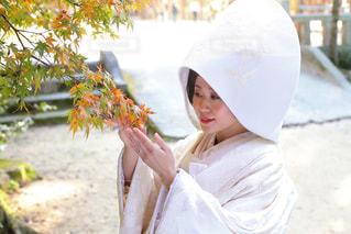 傘を保持している小さな女の子の写真・画像素材[845631]