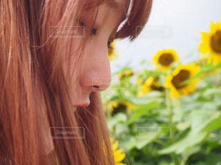 近くの女性のアップの写真・画像素材[896961]