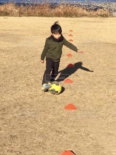 サッカーの自主練の写真・画像素材[1292836]