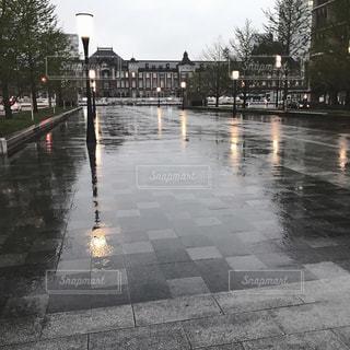 雨の丸の内の写真・画像素材[813673]