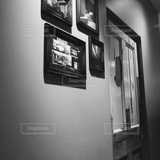 部屋の黒と白の写真の写真・画像素材[815372]