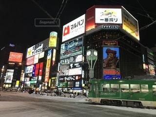 夜の店の前の写真・画像素材[1839862]
