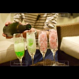 テーブル ワインのグラスの写真・画像素材[928068]