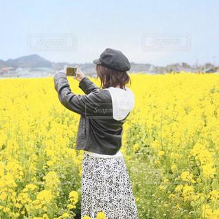 菜の花畑とともにの写真・画像素材[1846148]