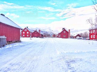 雪に覆われた家の写真・画像素材[1758949]