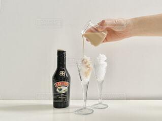 屋内,ガラス,人物,人,ワイン,ボトル,ドリンク,ワイングラス,ソフトド リンク