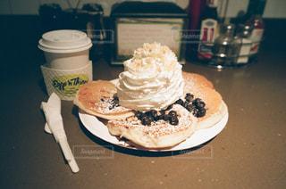 皿の上のケーキの一部の写真・画像素材[867699]