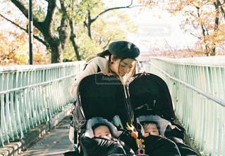 産まれる前に撮った場所で、産まれてからまた撮りましたの写真・画像素材[1195586]