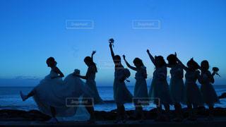 ビーチの人々 のグループの写真・画像素材[824095]