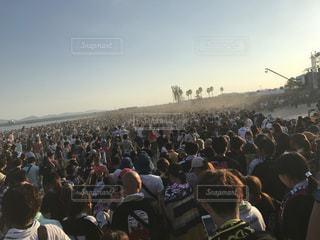 大勢の人の前に立っている人々 のグループ - No.807640