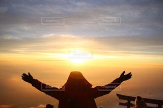 富士山頂からの朝日の写真・画像素材[807771]