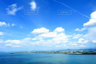 琵琶湖と青空の写真・画像素材[1107122]