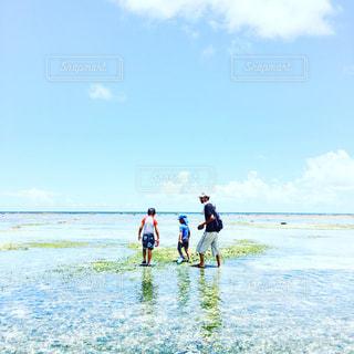 海,屋外,親子,沖縄,男の子