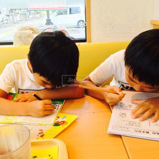 ペン,男の子,兄弟,紙,おえかき,おうち時間