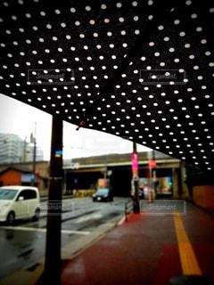 傘の中からの写真・画像素材[814042]
