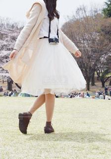 春と揺れるスカートの写真・画像素材[1816663]