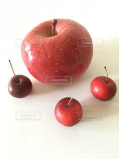 リンゴと姫リンゴの写真・画像素材[3172388]