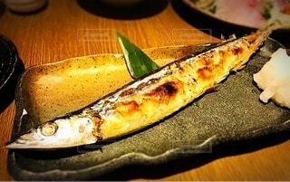 秋刀魚の塩焼きが並んだテーブルの写真・画像素材[3709669]