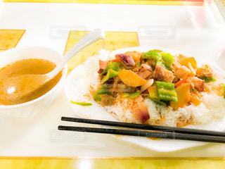食べ物,食事,皿,ピーマン,ご飯,肉,中国,美味しい,上海,玉ねぎ,じゃがいも