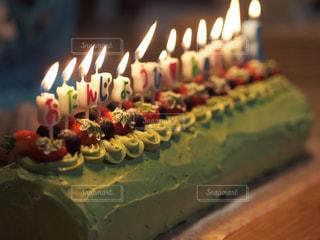 キャンドルとバースデー ケーキの写真・画像素材[817789]