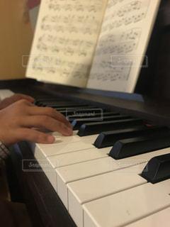 ピアノの練習の写真・画像素材[825261]