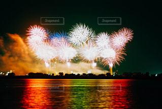 空の花火の写真・画像素材[2363979]