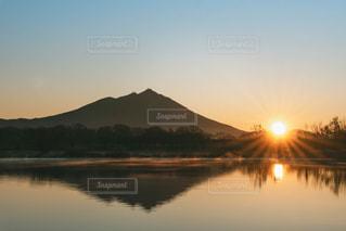 自然,風景,空,屋外,太陽,朝日,水面,池,山,反射,光,朝,日の出,初日の出,筑波山
