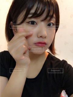携帯電話で通話中の女性の写真・画像素材[821888]