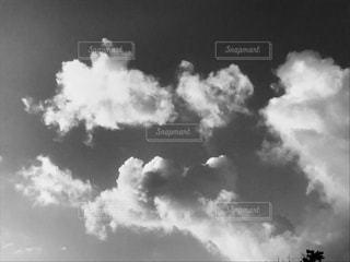 モノクロの雲の写真・画像素材[821977]