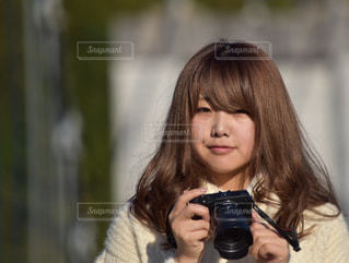 ワインのグラスを持っている人の写真・画像素材[1015757]