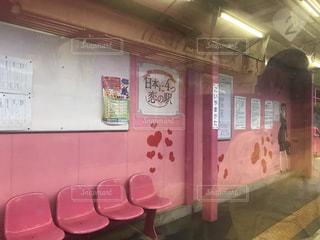 大きなピンクの看板の写真・画像素材[1112609]