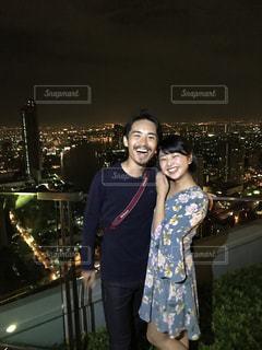 カメラに人立っているポーズの写真・画像素材[1373442]