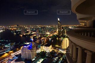 夜の街の景色の写真・画像素材[1680219]