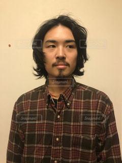 緑のシャツを着た男性の写真・画像素材[1693683]