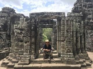 男性,20代,夏,イケメン,屋外,海外,かっこいい,帽子,人物,Tシャツ,旅行,遺跡,カンボジア,海外旅行,アンコールトム,シェムリアップ,ヒゲ,髭,ひげ,アンコール遺跡