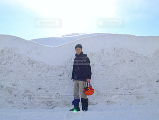 男性,20代,イケメン,雪,白,かっこいい,人物,人,スノボ,ゲレンデ,スキー場,雪壁,ホワイトカラー