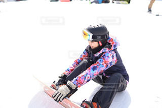 雪のボードに乗る人の写真・画像素材[1732265]